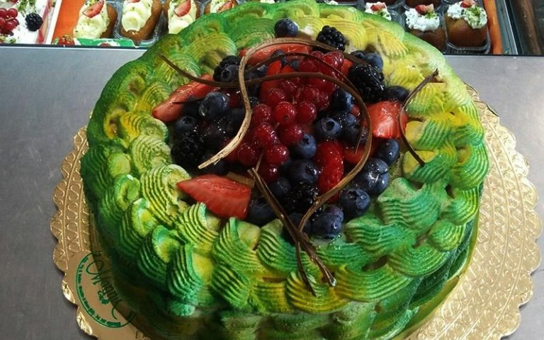 torta con pistacchio e frutta