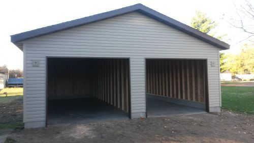 LC carpenters construct garages in Wisconsin Rapids, WI