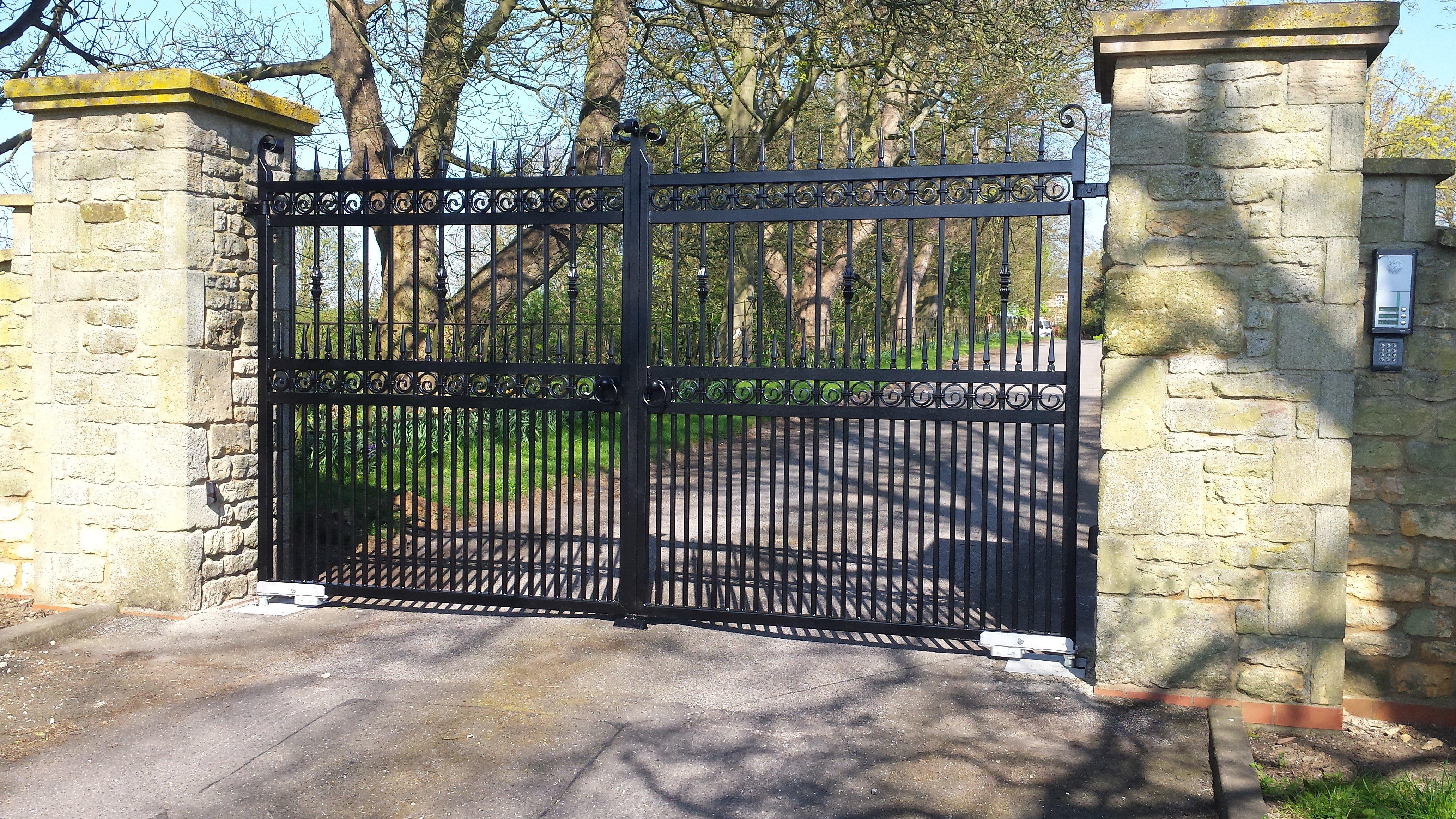 black drive gate