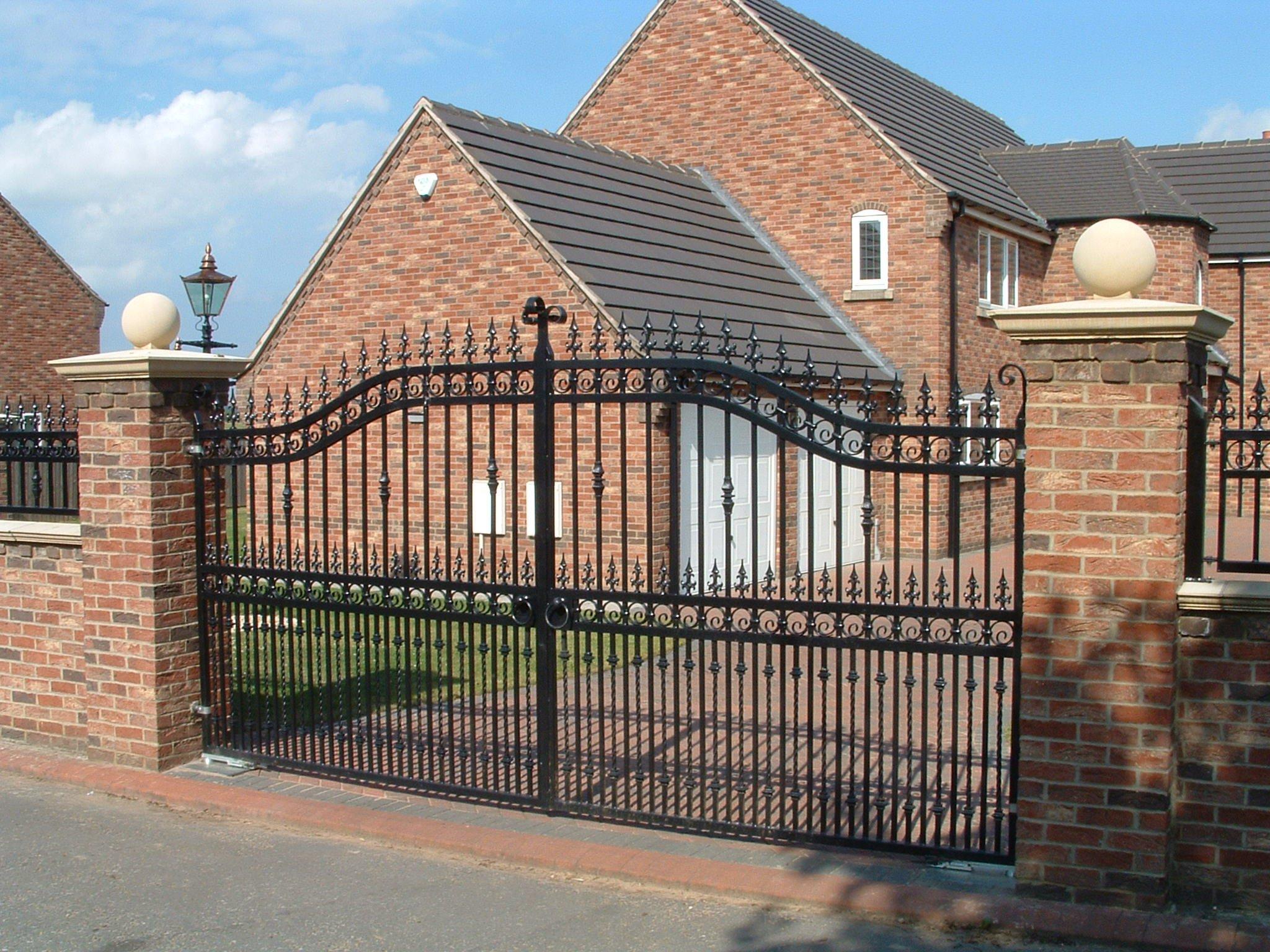 black steel drive gate