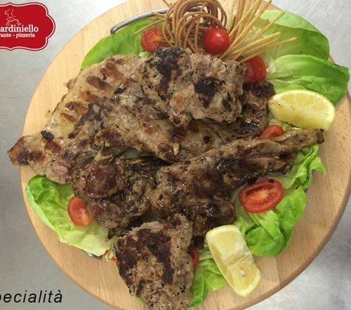 Specialità a base di pesce fresco al Ristorante Pizzeria O' Giardiniello a Marano Di Napoli