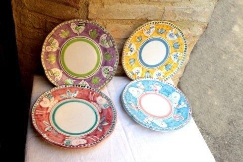 piatti in ceramica dipinti