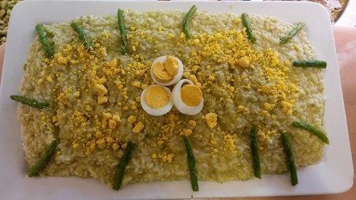 Un risotto con asparagi e uova sode