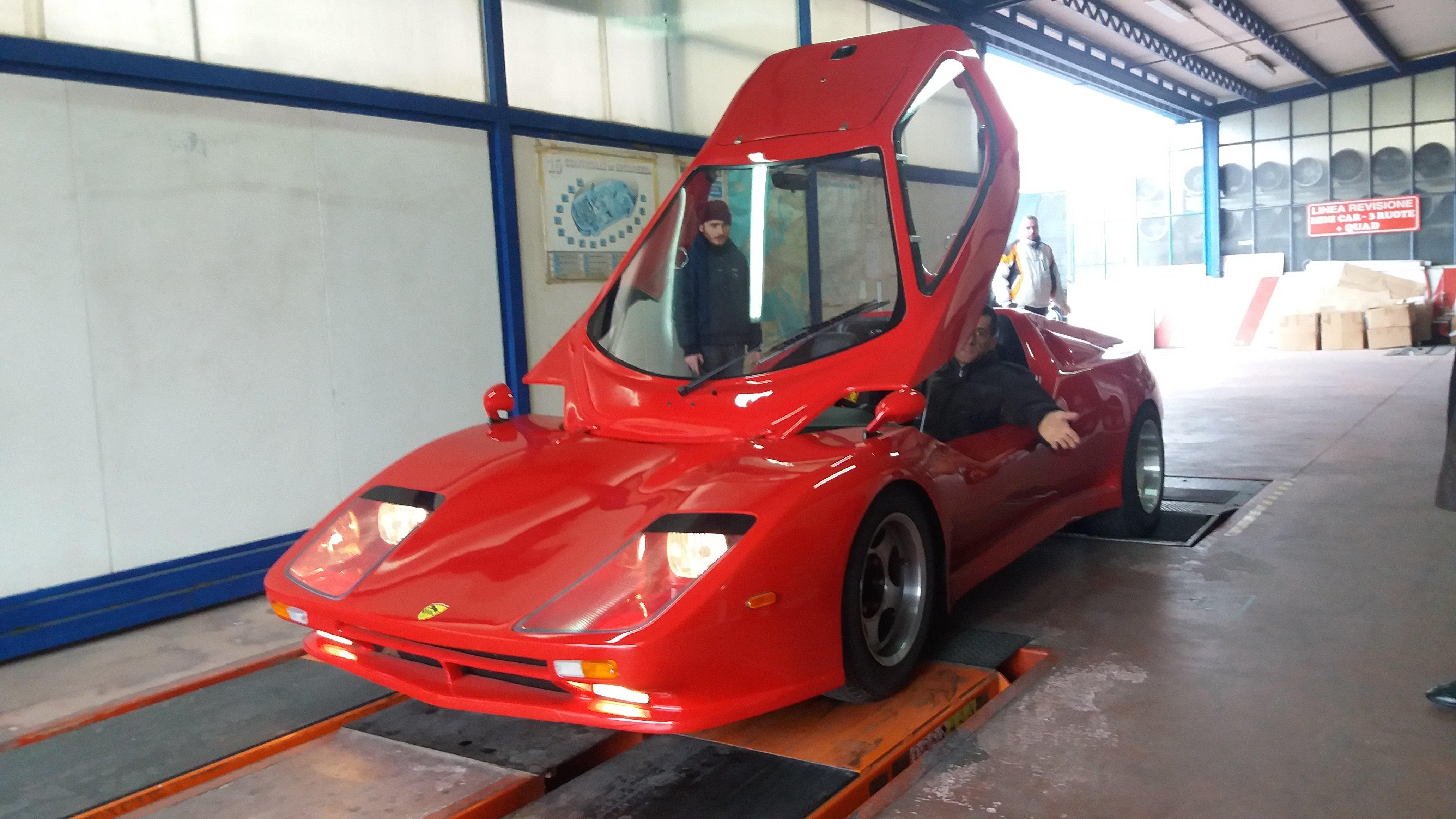 Ferrari dettaglio portiera