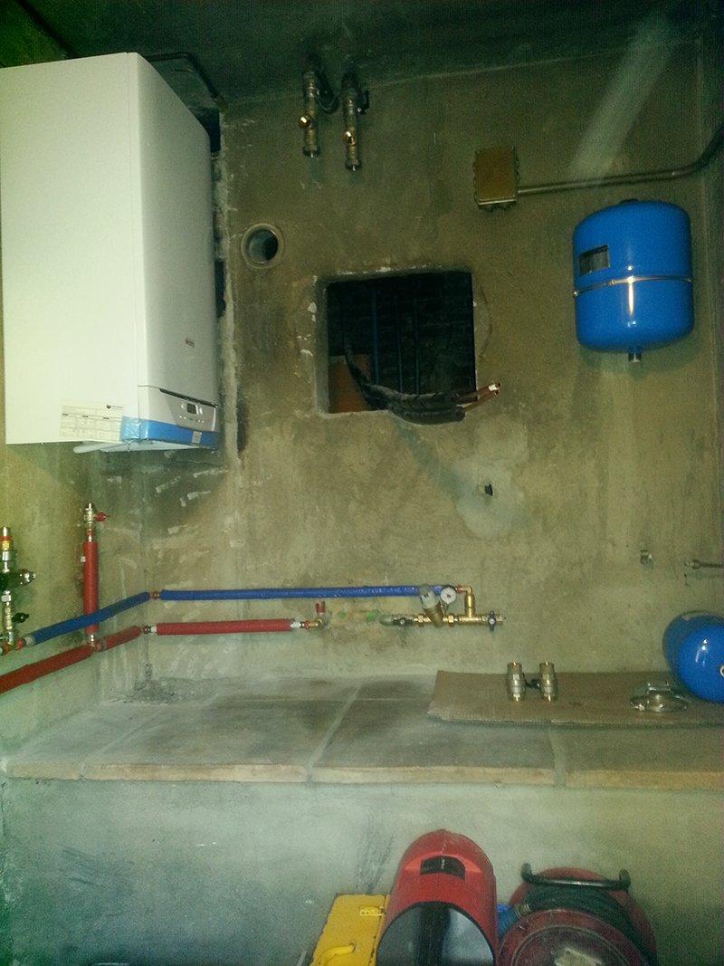 caldaia e boiler installati a muro