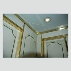 Ascensore - Particolare cabina decorata con profili in ottone