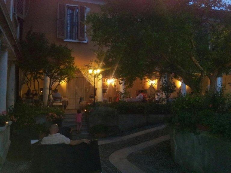 Il porticato di sera