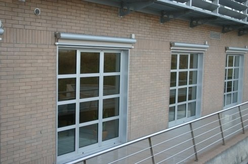 Tende caduta verticale finestre
