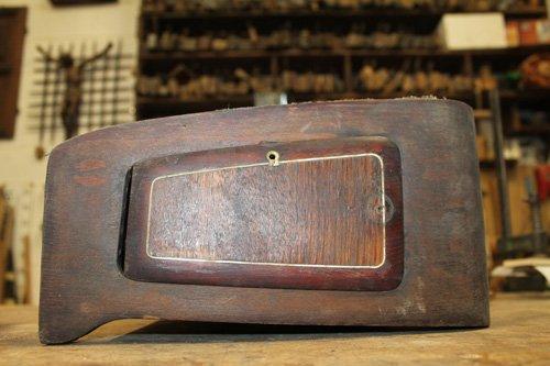 pezzo di legno per cruscotto di un auto d`epoca
