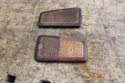 due placchette in legno