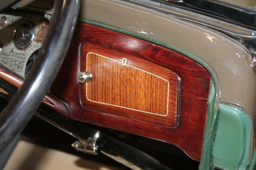 restauro interno di una auto d`epoca