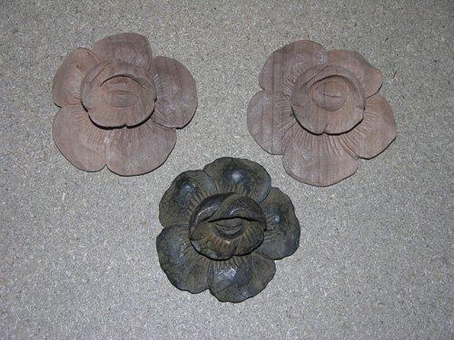tre fiori in legno
