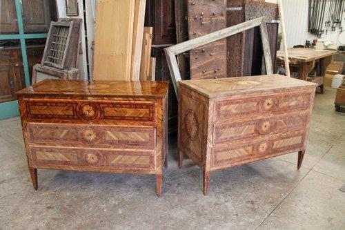magazzino mobili con primo piano su due mobili