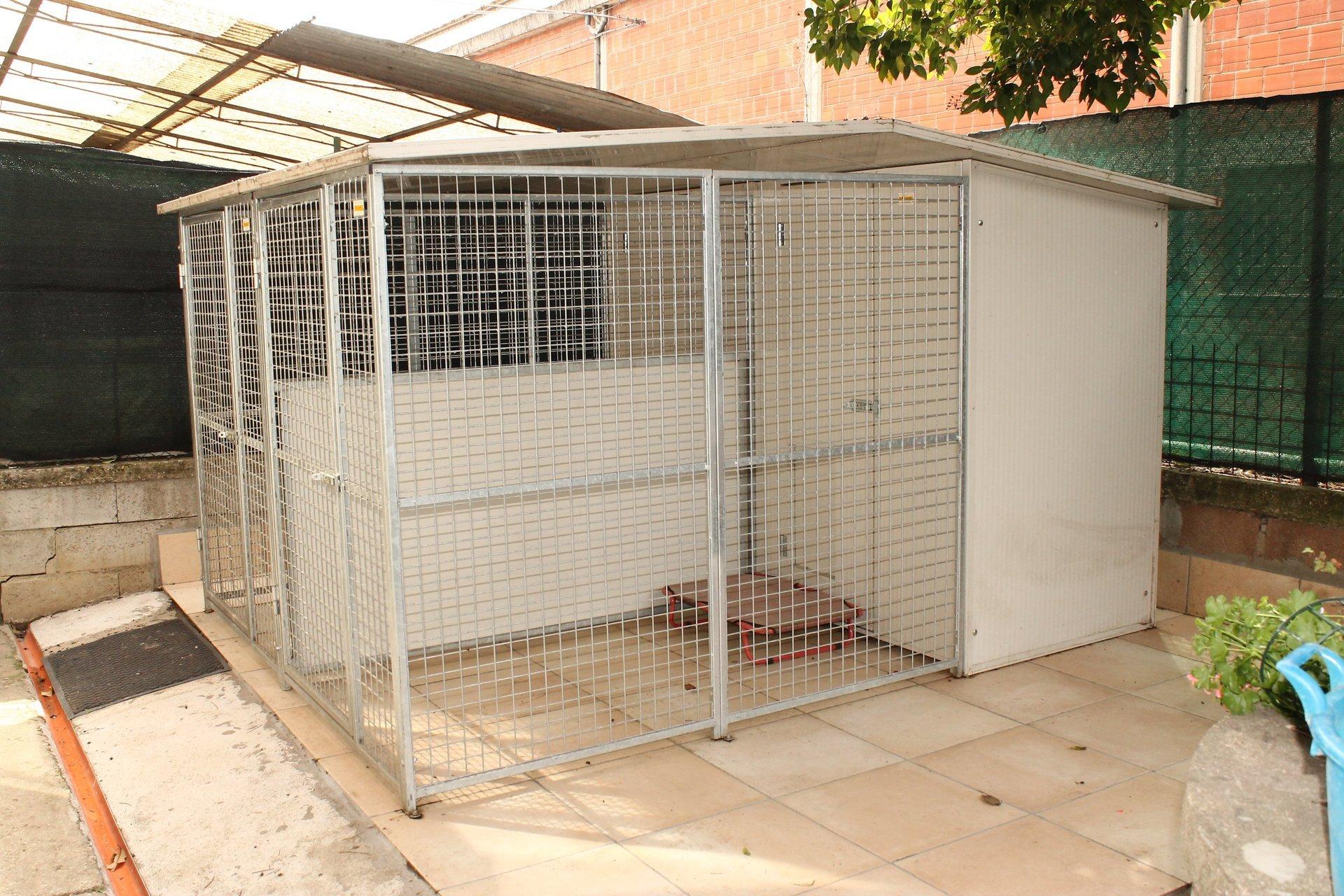 una gabbia per animali