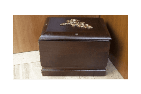 Noi della Battistini Onoranze Funebri ci occupiamo della vendita di accessori relativi al settore funerario.