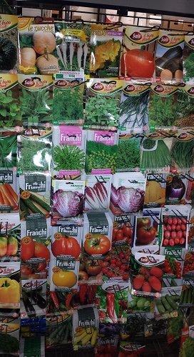 delle confezioni di semi per piante