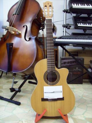 Chitarra classica elettrificata Alhambra Zero Natura CWE