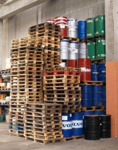 stoccaggio sostanze di rifiuto, smaltimento liquidi pericolosi, gestione sostanze di rifiuto