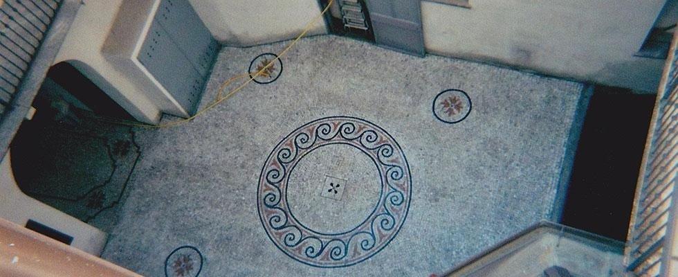 Mosaici in pietra colorata