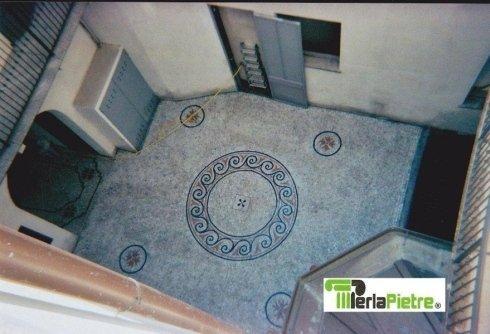 pavimento con mosaico