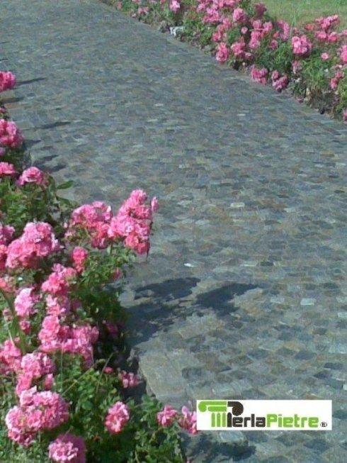 vialetto con pietra di luserna