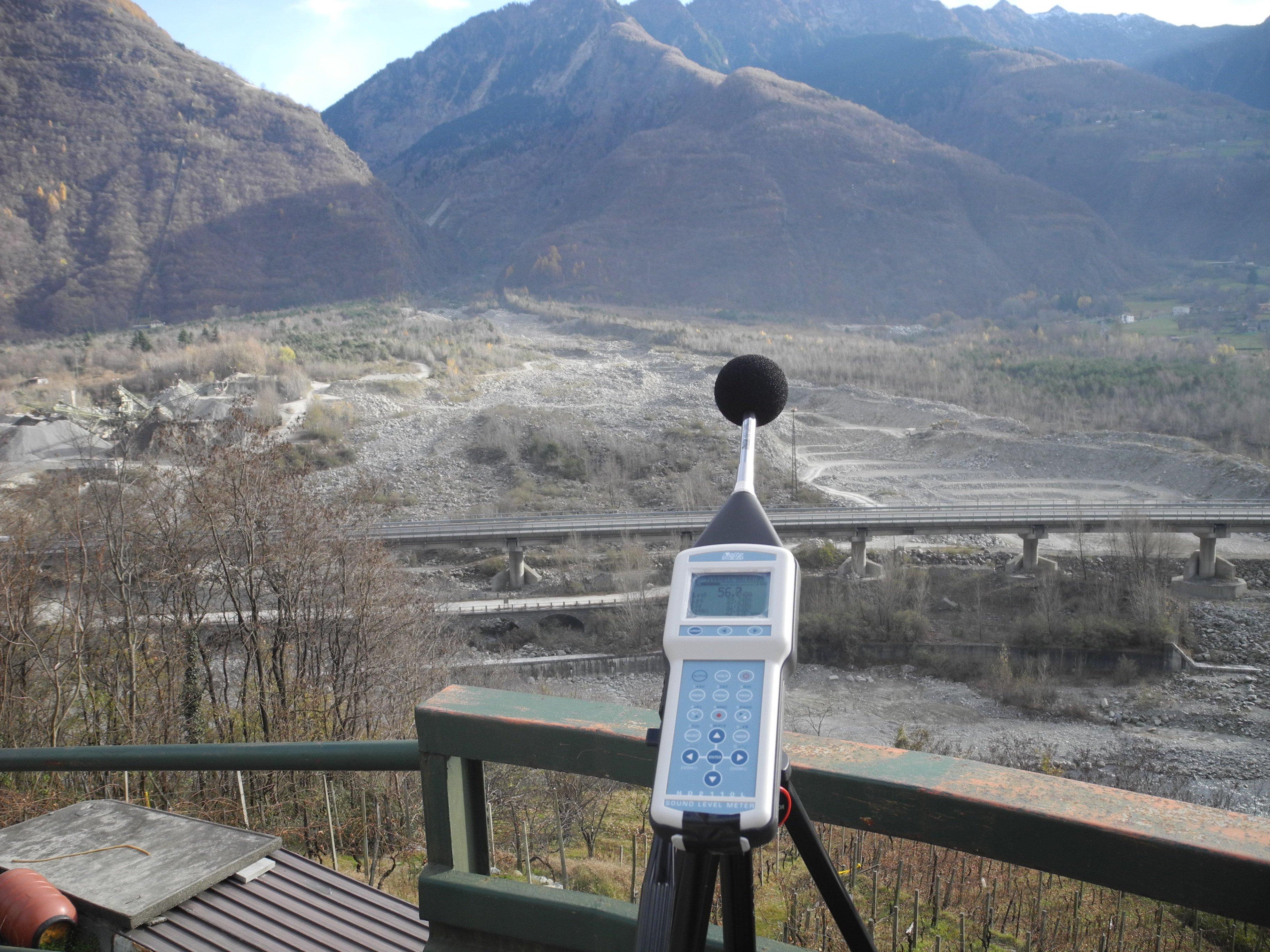 Primo piano di un apparecchio per misurazioni di natura ambientale