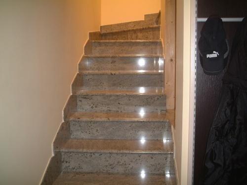 scale in marmo o pietra