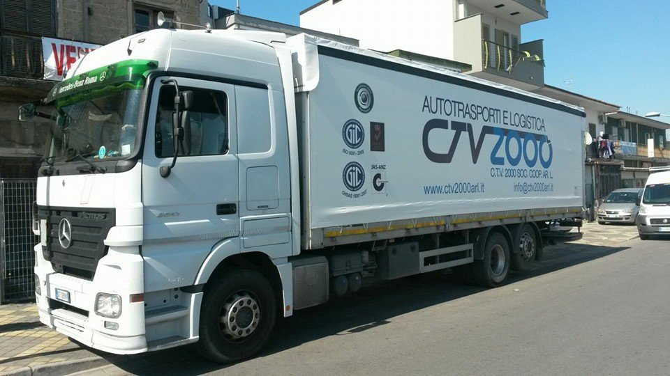 camion con scritta cv2000