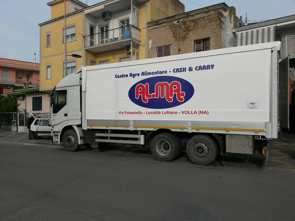 camion con scritta Al.Ma.