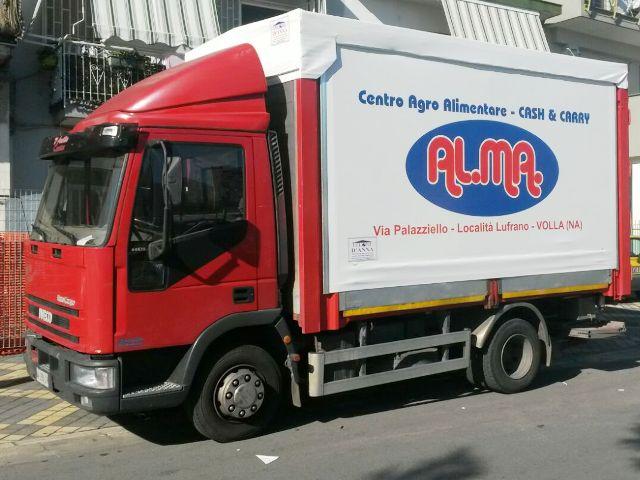 copertura su furgone con logo