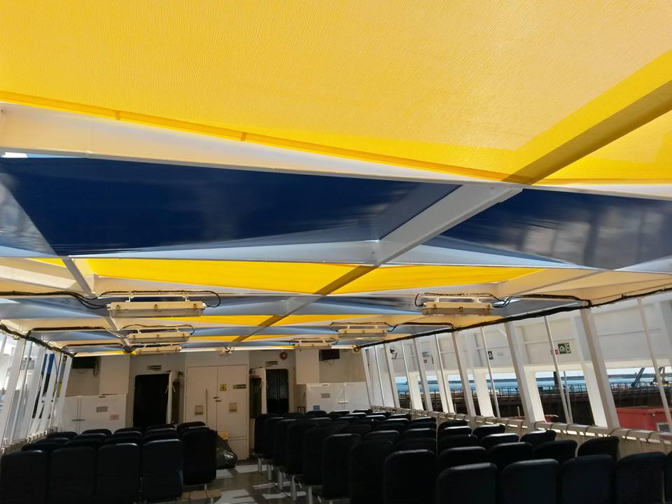 struttura metallica portante di gazebo a fantasia gialla e blu