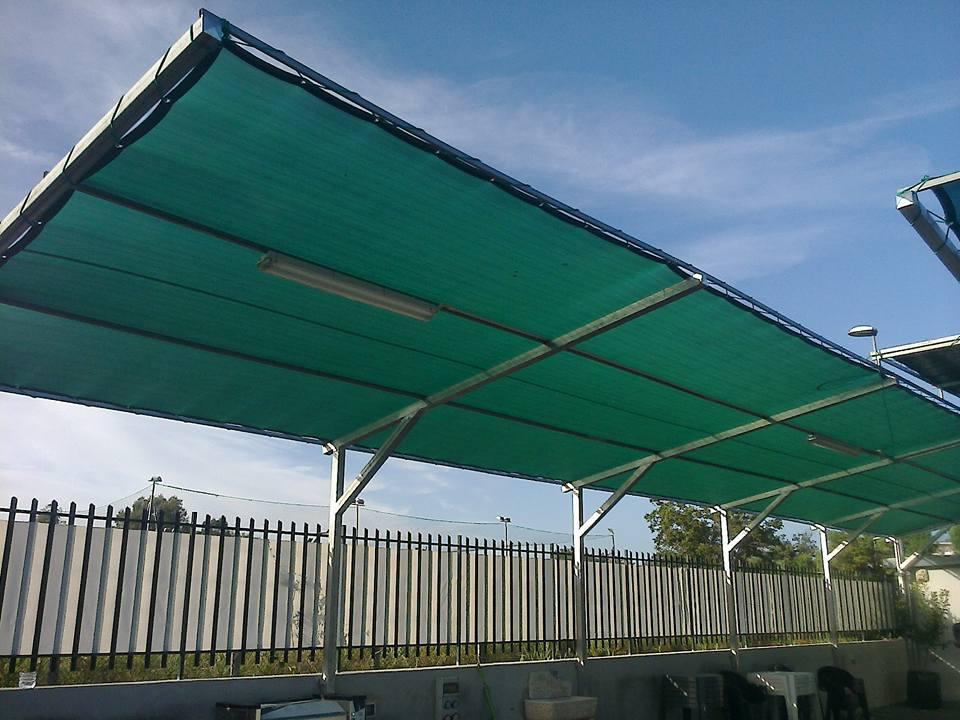 tettoria verde per la riparazione di auto