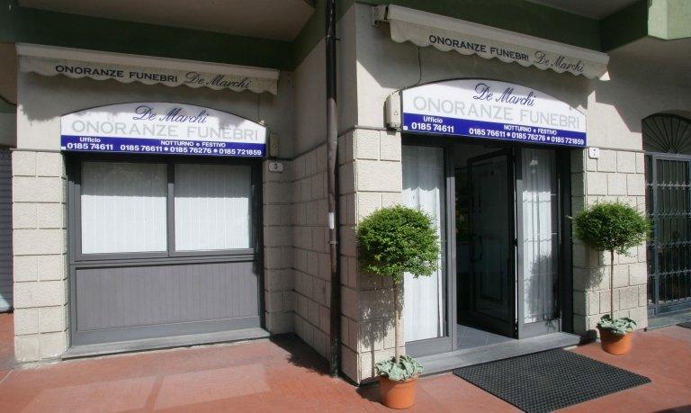 Esterno Ufficio Onoranze Funebri De Marchi