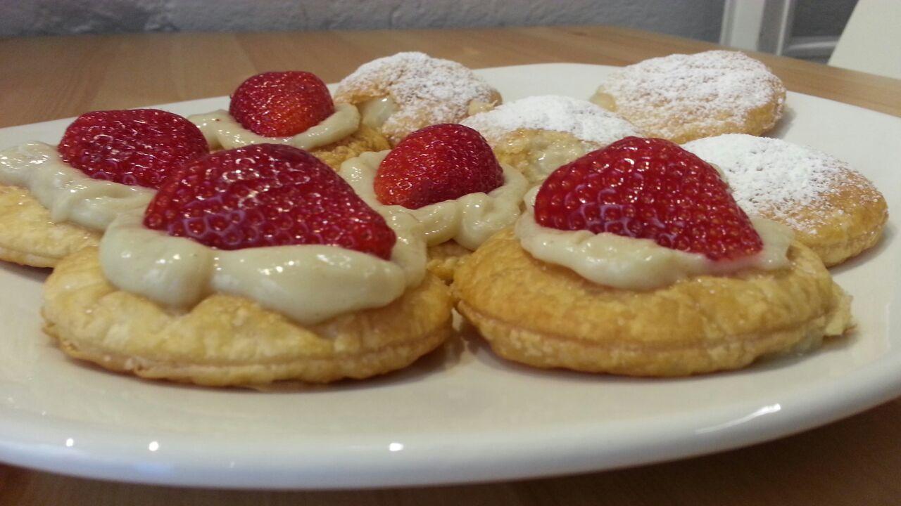biscotti con panna e fragole