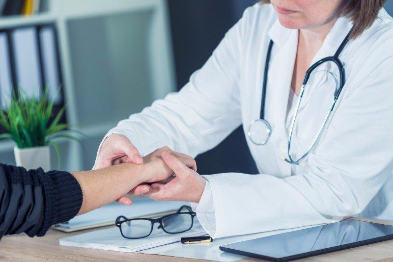 medico specializzato in ortopedia