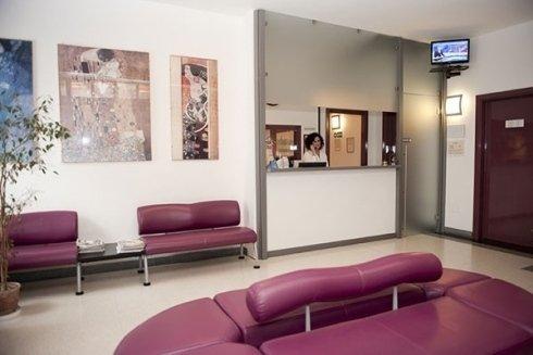 Sala di attesa dello studio.