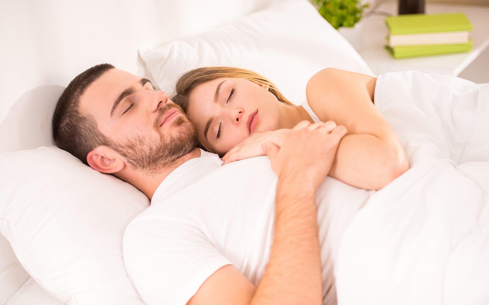 una coppia che dorme