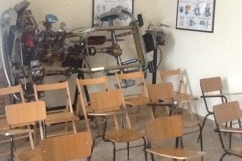 Presso la scuola guida Punzi si organizzano corsi teorici per sostenere esami di patente.