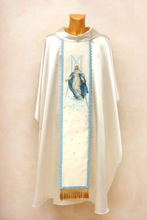 un manichino con una talare di color bianco e azzurro
