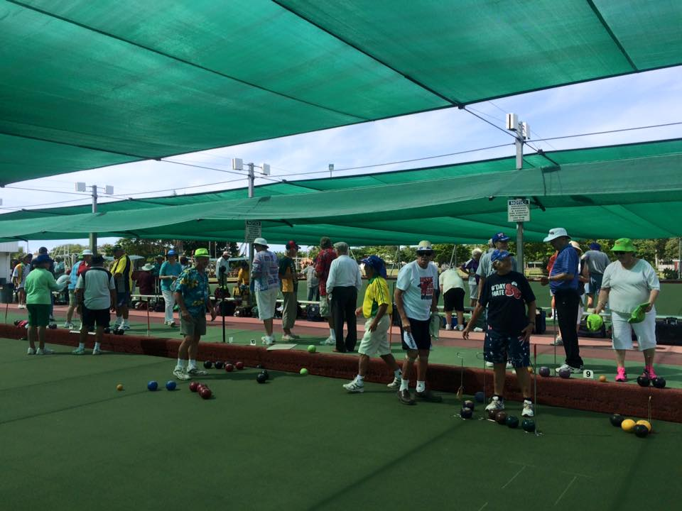 many players getting ready to bowl