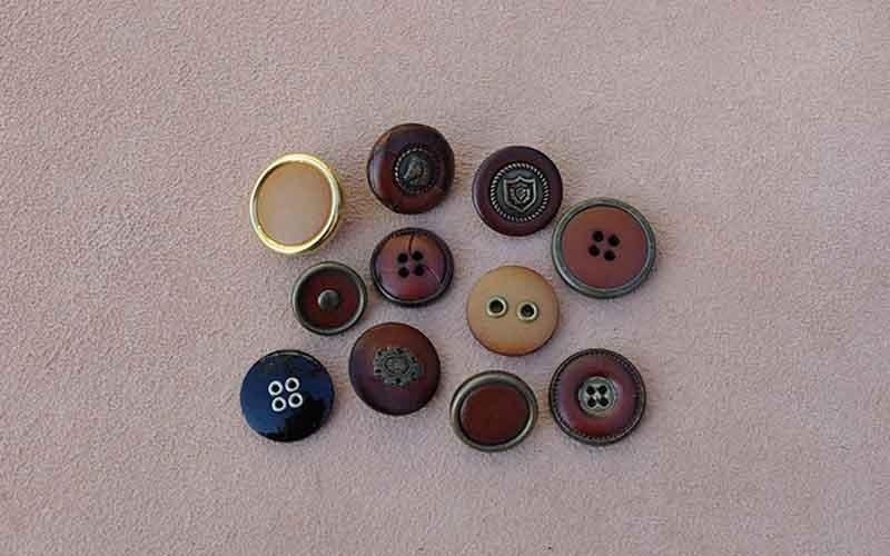 buttons with metal