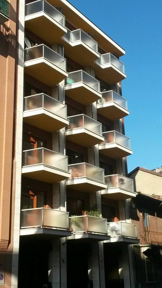 vista di lavori in vetro su balconi