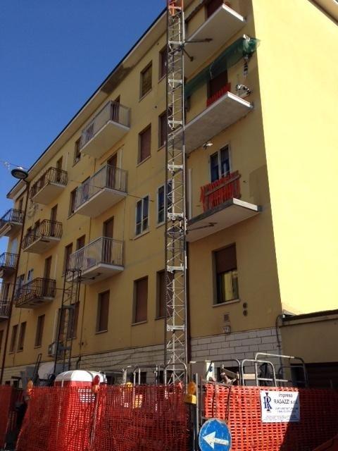 Rifacimento balconi con nuove ringhiere