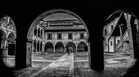 Camere Ardenti Novara