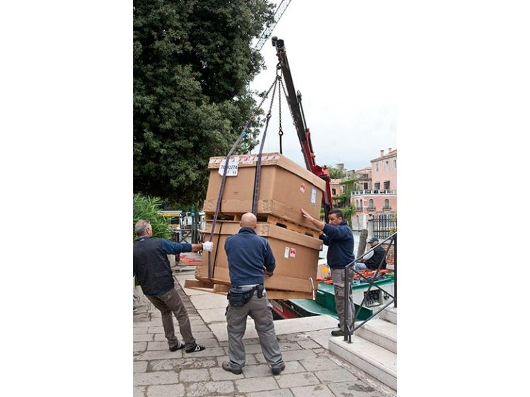 Transportation of exhibitions and works of art Venice