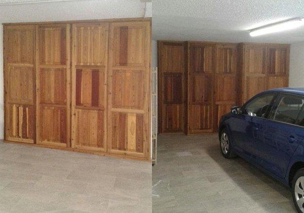 garage con parete in legno