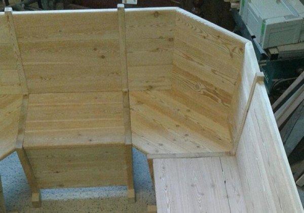 panca e tavolo in legno su misura