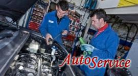 meccanici al lavoro, motore d'auto, officina automobilistica