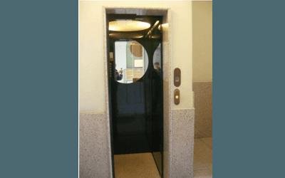 ascensore civile verde scuro visione interna