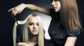 taglio capelli lunghi, taglio moderno, capelli lunghi biondi